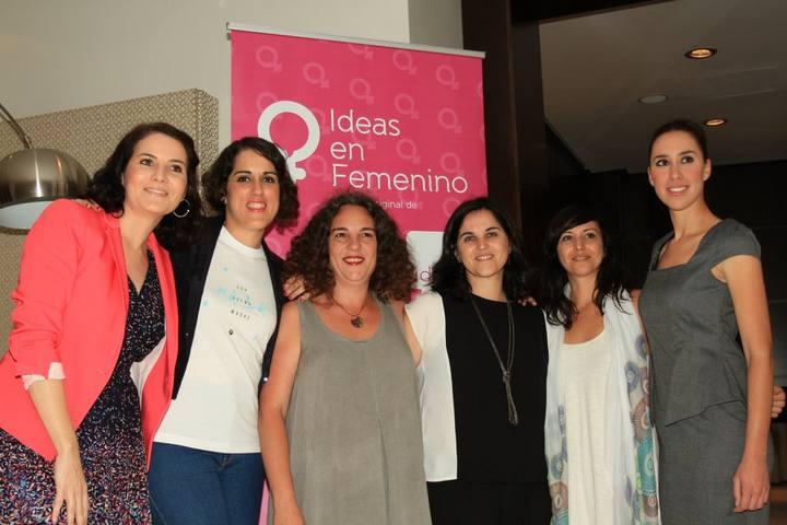 El equipo de Viventi con las participantes de Ideas en Femenino y Charo Moreno   Fotografía de Javier Cebreros de La Opinión de Málaga
