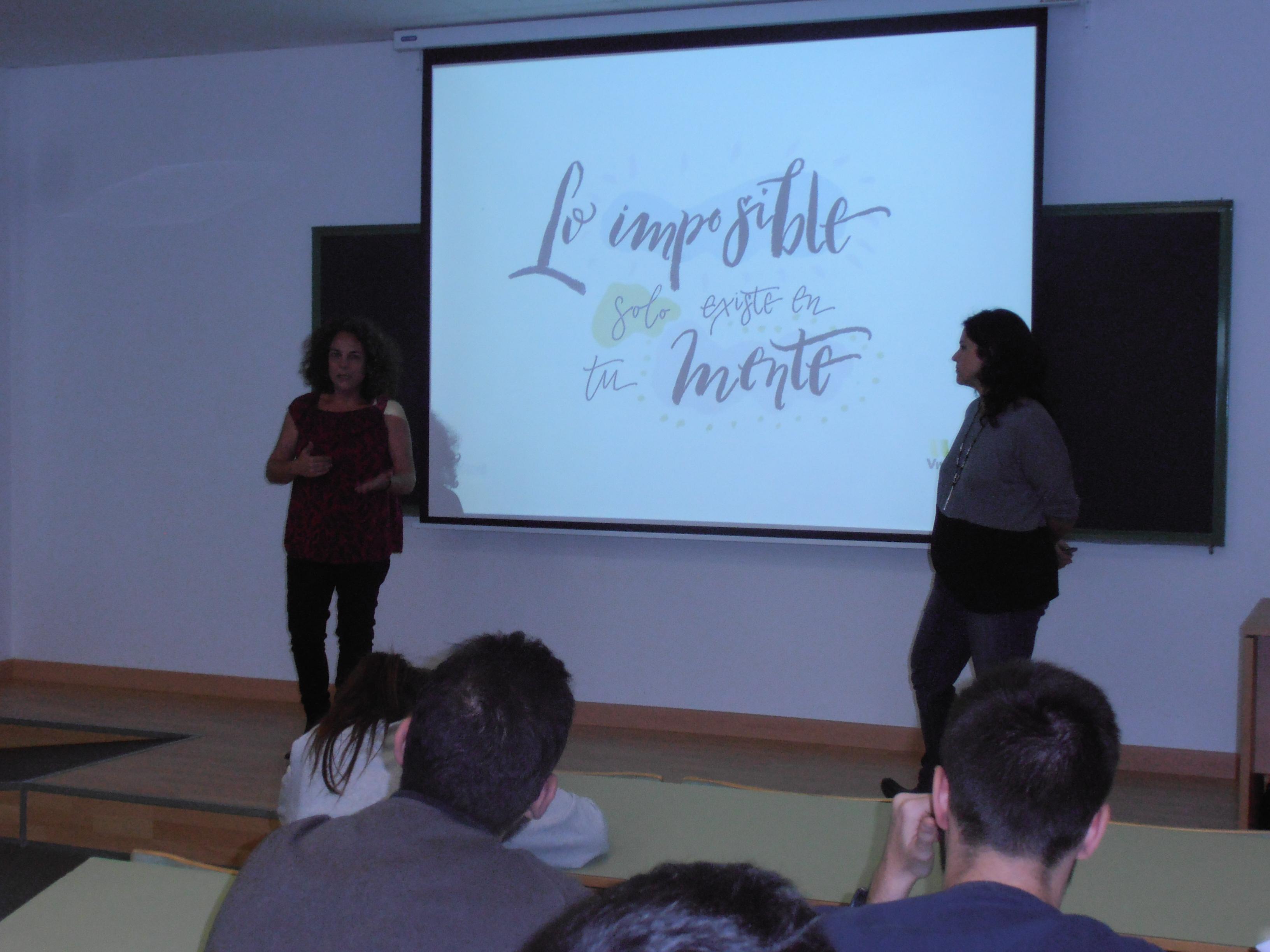 El equipo de Viventi dando un taller en la UMA